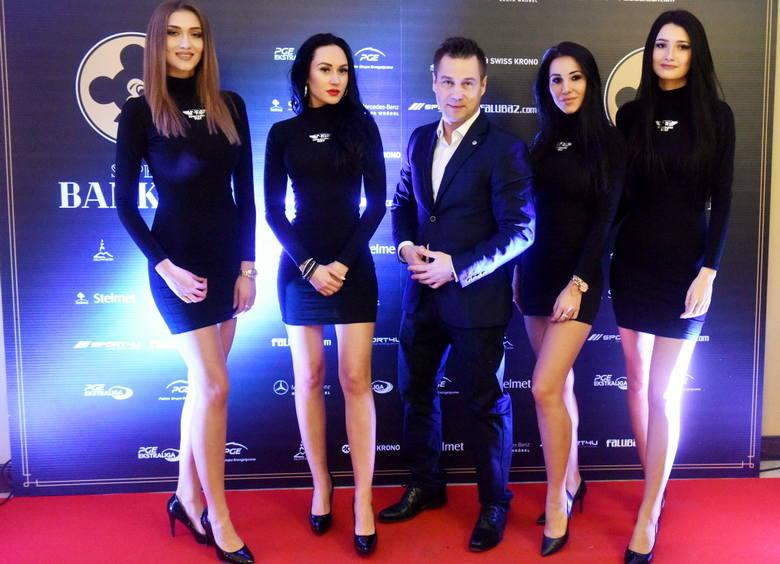 """Magda, Jagoda, Angelika, Paulina, Sara, Ada, Justyna - poznajcie grupę dziewczyn F16 Falubaz Girls. Zdjęcia zostały zrobione podczas """"Super Bankietu"""""""