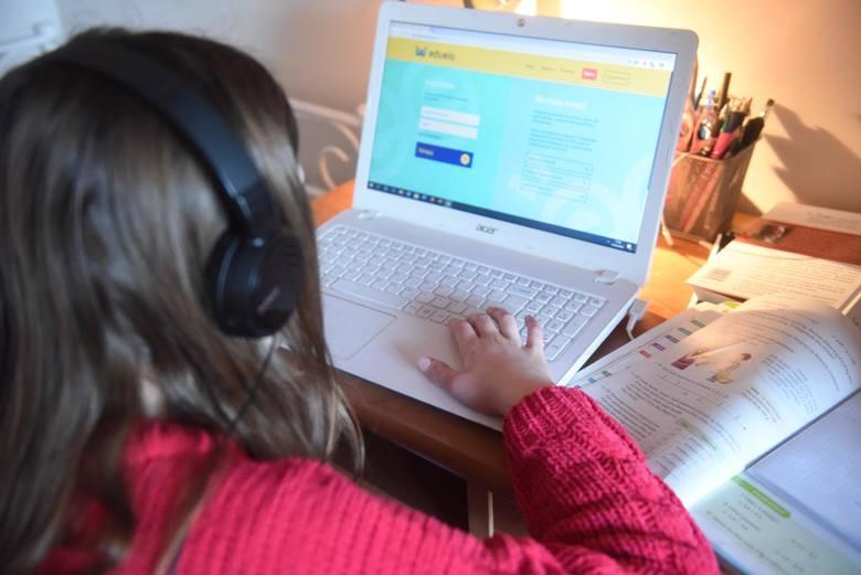 Dofinansowanie można otrzymać na zakupu komputera stacjonarnego lub przenośnego (laptopa) wraz z niezbędnym oprogramowaniem oraz osprzętem.