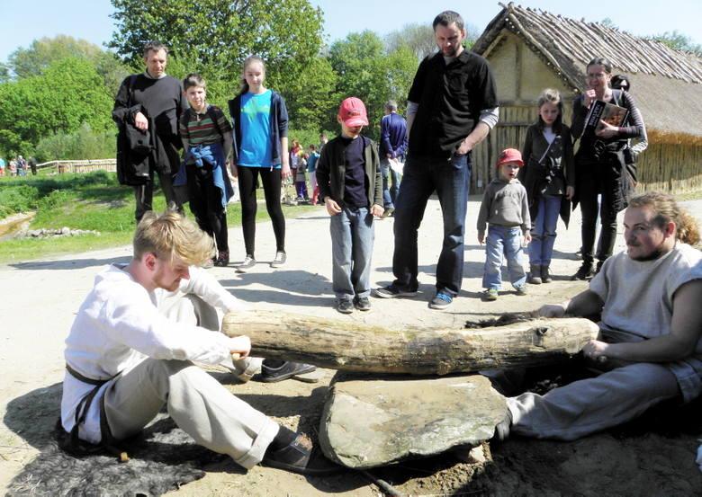 BISKUPIN. W Muzeum Archeologicznym trwa weekend z epoką kamienia