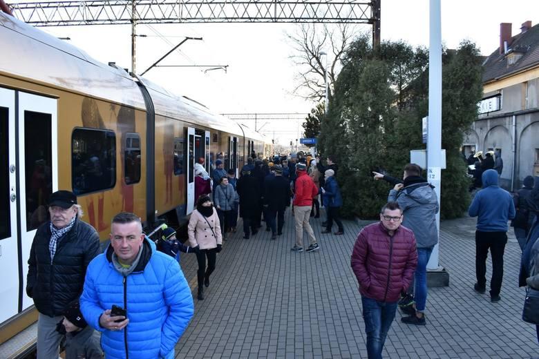 Specjalny pociąg Powstaniec Śląski w Oleśnie.