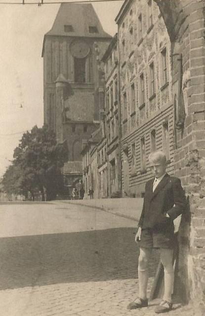 To ja w Bramie Żeglarskiej - zdjęcie zrobiono w 1953 roku