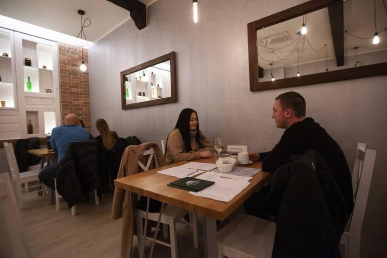 """W środę 13 stycznia o godz. 12, mimo obowiązującego zakazu, została otwarta restauracja na os. Na Lotnisku """"Wesołe Gary"""". Właścicielka"""