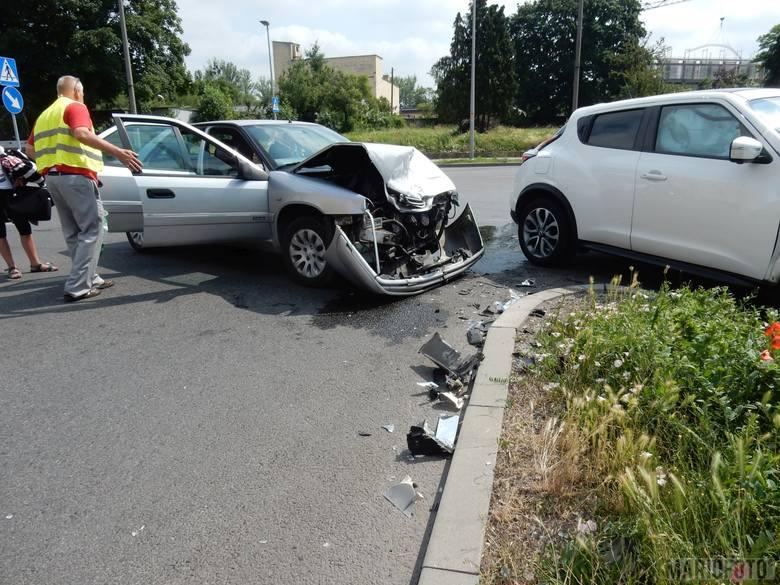 Na skrzyżowaniu ul. Armii Krajowej i Fabrycznej w Opolu zderzyły się trzy samochody.