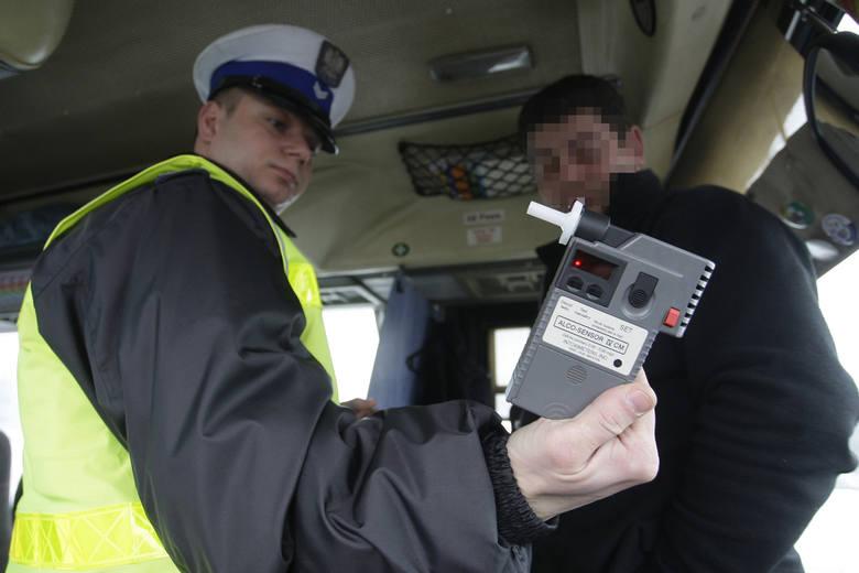 Kodeks drogowy. Czy drogówka może zbadać trzeźwość pasażera?
