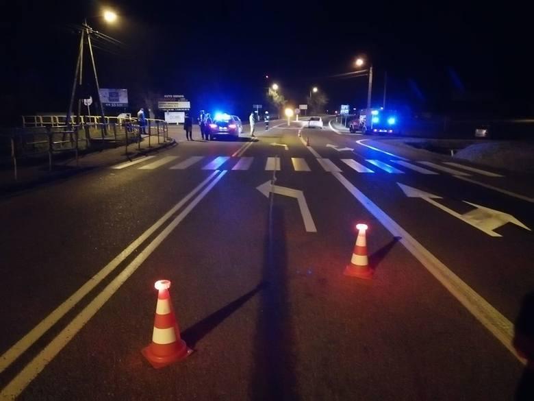 W sobotę, około godz. 22.30, doszło do wypadku. Zdarzenie miało miejsce na skrzyżowaniu DK 61 i 63 w Kisielnicy.
