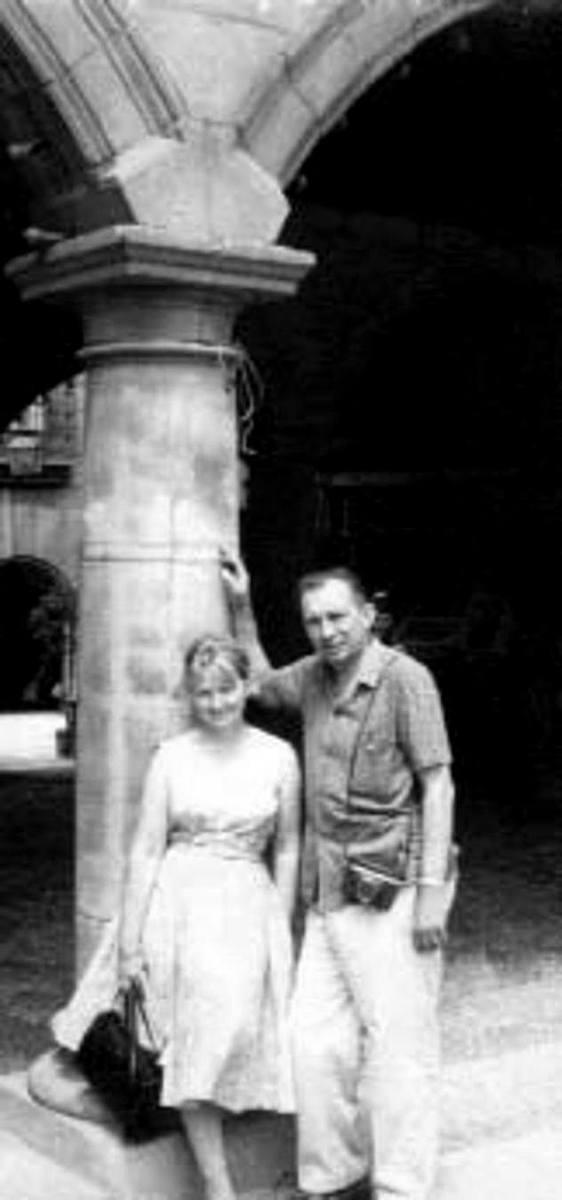 Maksymilian Baranowski (1913-2008) – architekt, wybitny działacz polonijny, z żoną – Janiną, po wojnie znaną londyńską portrecistką, pochodzącą z Grodna, Madryt 1965. Ze zb. Wojciecha Mierzejewskiego