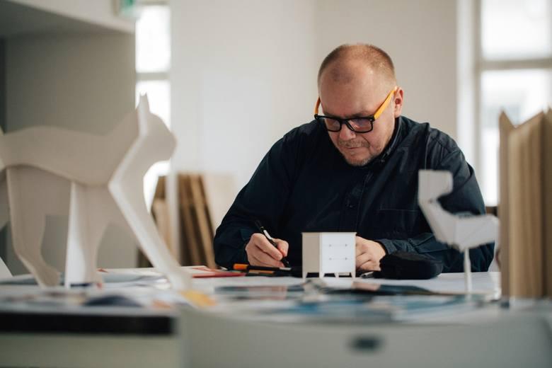 Studio Redo Design zajmuje się projektowaniem mebli, a wyróżniającym projektem jest system nowoczesnych uchwytów kuchennych. System pozwala na nieograniczone personalizowanie całych zestawów mebli kuchennych, co nadaje im indywidualny charakter i podkreśla estetyczne preferencje zarówno...