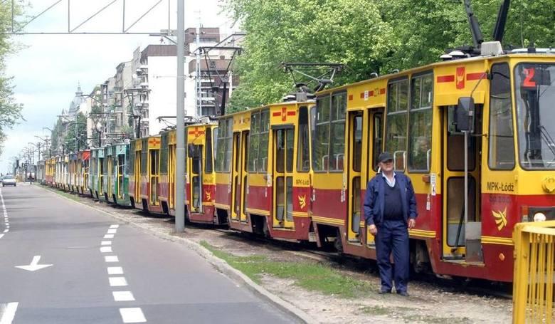 Jeśli dojdzie do zatrzymania ruchu tramwajów, a autobus komunikacji zastępczej nie przyjedzie z winy MPK - Łódź, podróżny może wziąć taksówkę i zażądać zwrotu pieniędzy za kurs.