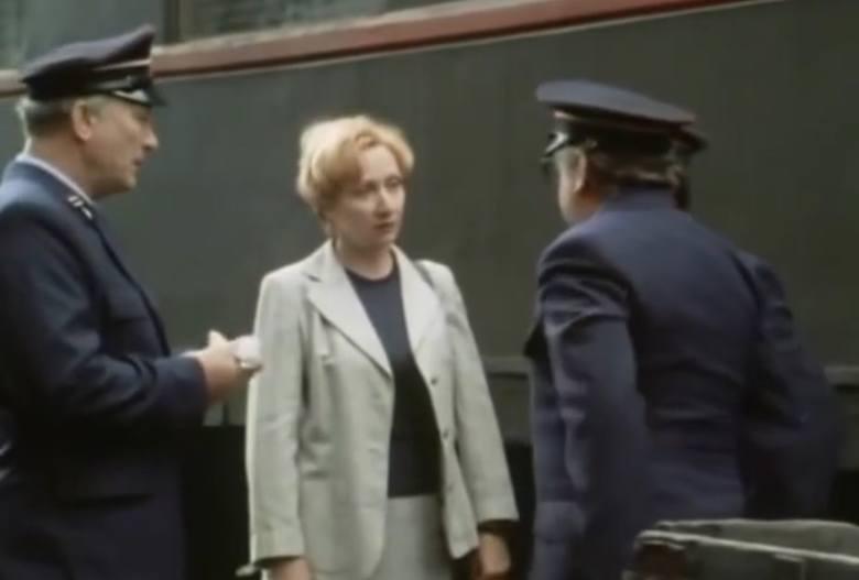 """Odcinek jedenasty """"Wagon pocztowy"""". Na zdjęciu Aleksandra Koncewicz w roli lekarki, pasażerki pociągu"""
