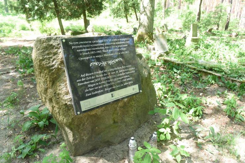 Zielona Góra. Stary poniemiecki cmentarz w Janach to urokliwe miejsce. Mieszkańcy zadbali, aby nekropolia nie popadła w ruinę