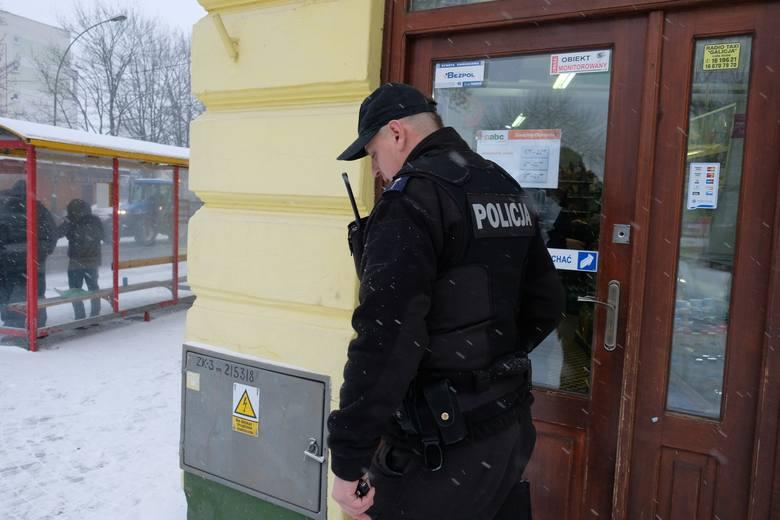 W Wojewódzkim Szpitalu w Przemyślu przebywa mężczyzna w wieku około 30-lat, który najprawdopodobniej został zraniony nożem w plecy.W środę karetka pogotowia