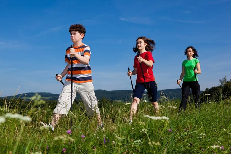 Nordic Walking - naucz się korzystać z kijków i zrób z nimi trening. To aktywność fizyczna dla każdego!
