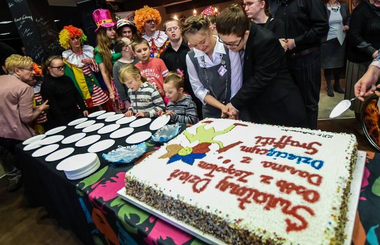 21 marca obchodzony jest Światowy Dzień Osób z Zespołem Downa. Dziecięce Graffiti z Bydgoszczy świętowało tym razem w Miejskim Centrum Kultury. Dużo