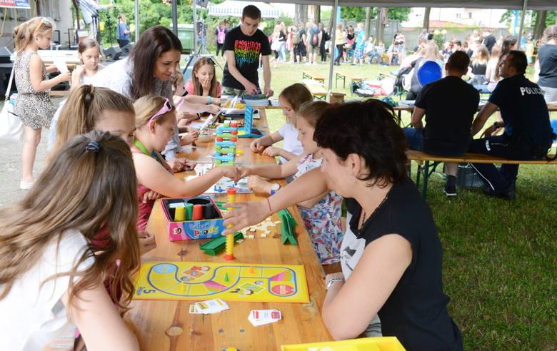 Z okazji Międzynarodowego Dnia Zapobiegania Narkomanii w Zielonej Górze odbył się happening. Udział w nim wzięło wielu młodych ludzi.