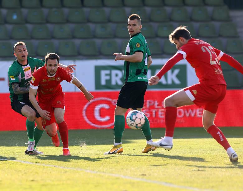 Zadanie dla Widzewa. Łódzcy piłkarze muszą ratować resztkę honoru