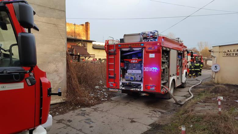 Po godz. 14.30 w poniedziałek (7 stycznia) wybuchł pożar w budynku przy ul. Gdańskiej w centrum Bydgoszczy.Strażacy z Wojewódzkiego Stanowiska Koordynacji