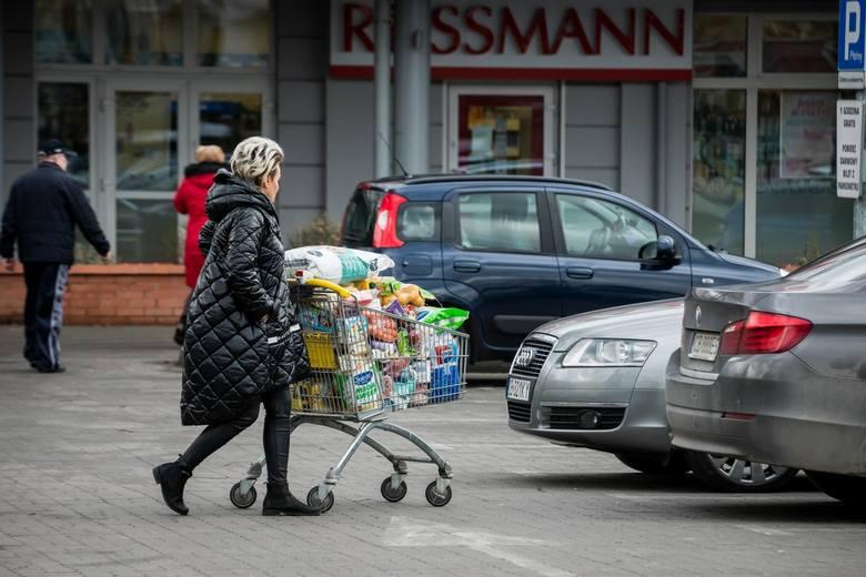 Agencja Reuters kilka tygodni temu informowała o potencjalnych problemach największych podmiotów kurierskich związanych z epidemią.