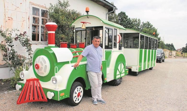 Lokomotywa zaparkowała przy dworze z Drogini na terenie skansenu w Wygiezłowie. Jego dyrektor, Marek Grabski, liczy, że pierwsi pasażerowie pojadą nią