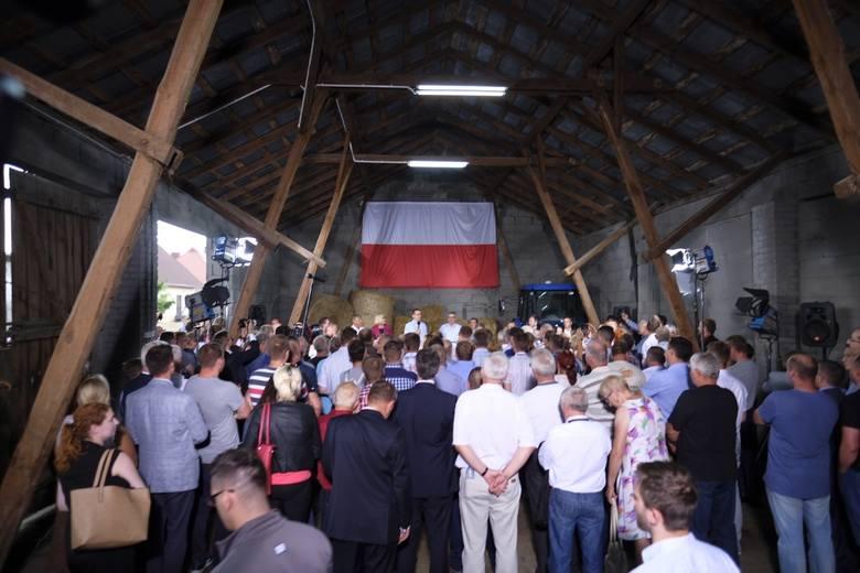 W gospodarstwie u rolnika z gminy Obrowo (woj. kujawsko-pomorskie), który specjalizuje się w produkcji mleka gościł w środę (18 lipca) premier Mateusz