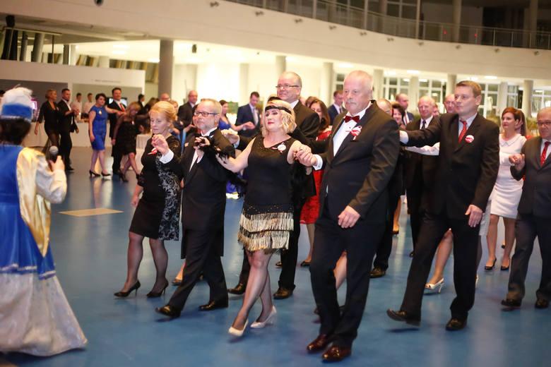 W G2A Arena w Jasionce k. Rzeszowa odbył się I Podkarpacki Bal Niepodległości. Udział w nim wzięli nauczyciele, którzy zwyciężyli w plebiscycie Nowin