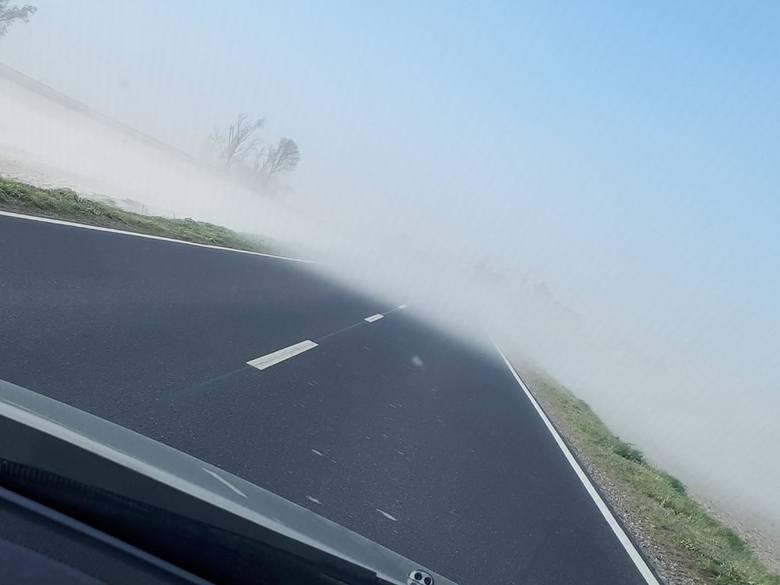 Silny wiatr sieje zniszczenie w regionie!Internauci informują o problemach, jakie przyniosły we wtorek (23 kwietnia) wichury w Kujawsko-Pomorskiem. Nad