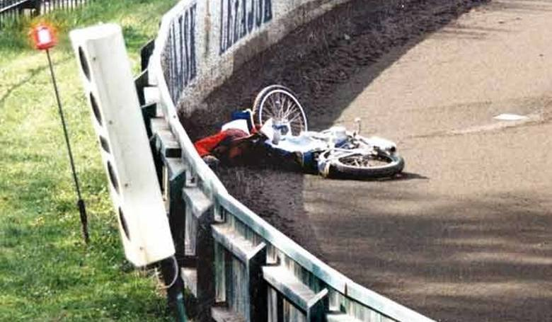 W lipcu 2001 areną dramatycznych wydarzeń nie był stadion w Krośnie. Do śmiertelnego w skutkach wypadku doszło 6 lipca, w trakcie treningu żużlowców
