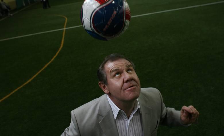 Wybitny reprezentant Polski karierę zaczynał w Włókniarzu Aleksandrów Łódzki, ale szybko przeniósł się do Widzewa. Wkrótce upomniała się o niego Legia,