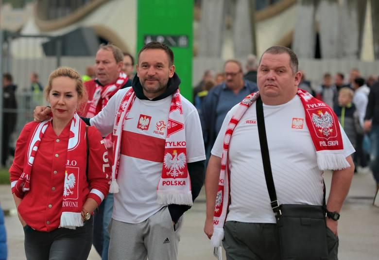 Kibice reprezentacji Polski przed meczem ze Słowenią