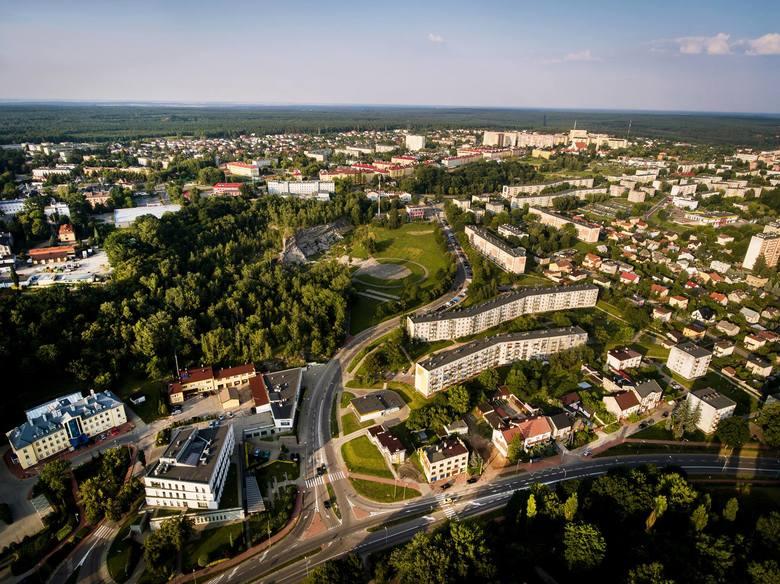 Zastanawiacie się nad kupnem domu w Starachowicach? Przedstawiamy wam wybrane oferty w cenie 300 tysięcy złotych i poniżej. Przyjrzyjcie się ofertom