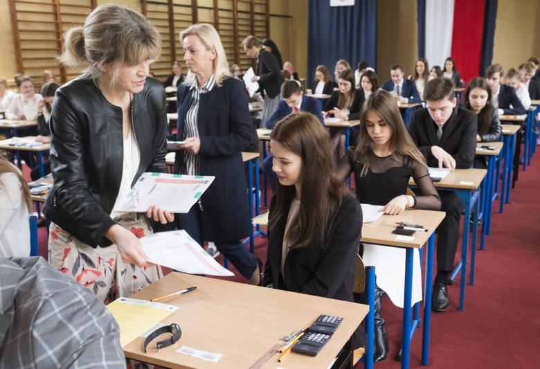 Matura z matematyki jak zwykle jest jednym z tych egzaminów, które budzą największą grozę wśród maturzystów.