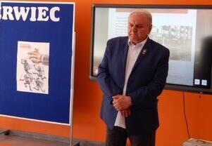 Kazimierz Staszewski, uczestnik robotniczego protestu, opowiedział uczniom w szkole numer 33 o wydarzeniach czerwca 1976 roku.