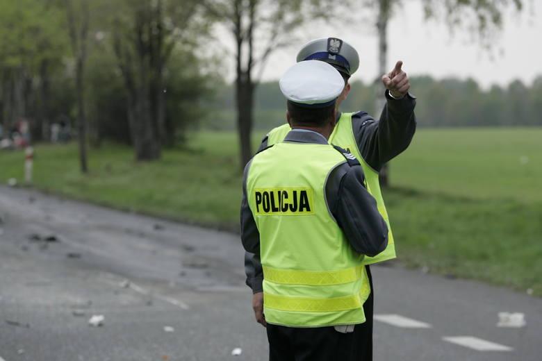 Śmiertelny wypadek w Patokach koło Łowicza. Volkswagen golf dachował w niedzielne popołudnie na drodze krajowej między Łowiczem a Sochaczewem.CZYTAJ