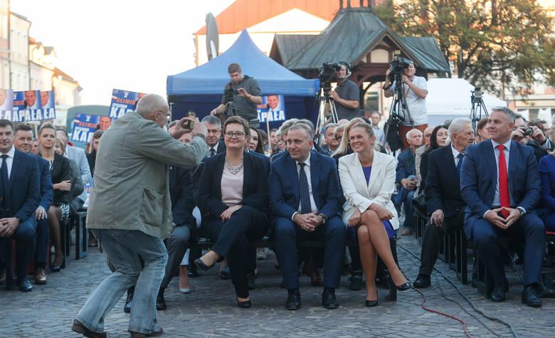 Grzegorz Schetyna, Katarzyna Lubnauer i Barbara Nowacka przyjechali dziś do Rzeszowa na konwent wyborczy Koalicji Obywatelskiej, który odbył się na Rynku.