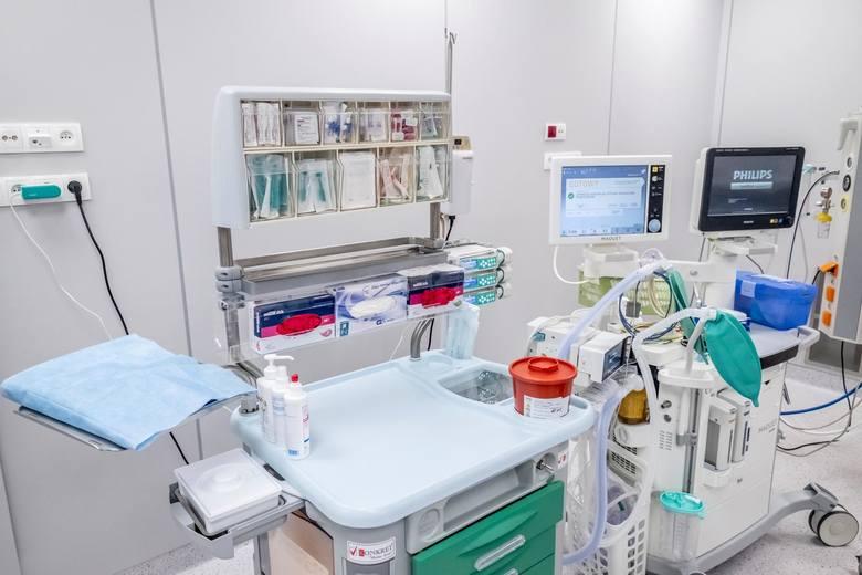 Szpital przypomina, że do przyjęcia do porodu nie jest potrzebne skierowanie. Wystarczy zgłosić się do izby przyjęć, wjazd do niej znajduje się od ul. Jackowskiego. <strong>Zobacz, jakie warunki dla mam oferuje Polna. Oto zdjęcia. Przejdź dalej ---></strong><br /> <br />