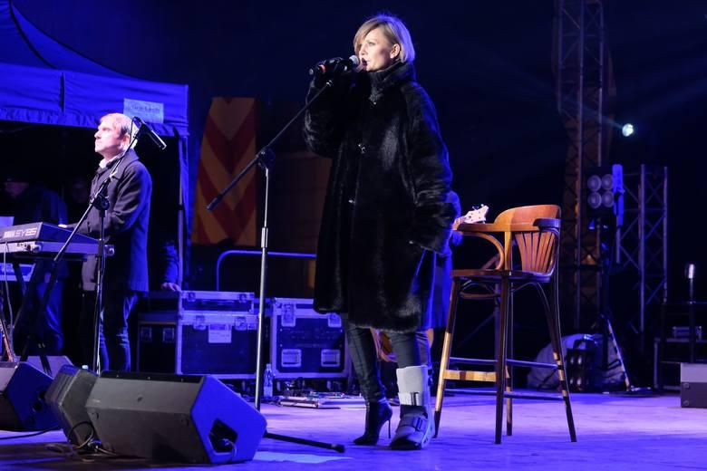 Gwiazdą muzyczną sylwestra 2018 na przemyskim Rynku był zespół Varius Manx i Kasia Stankiewicz. Życzenie noworoczne złożyli mieszkańcom prezydent Wojciech