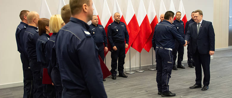 Podlascy mundurowi zostali wyróżnieni przez wiceministra MSWiA Jarosława Zielińskiego za skuteczne przeprowadzenie akcji ratunkowej po porwaniu 3-latki