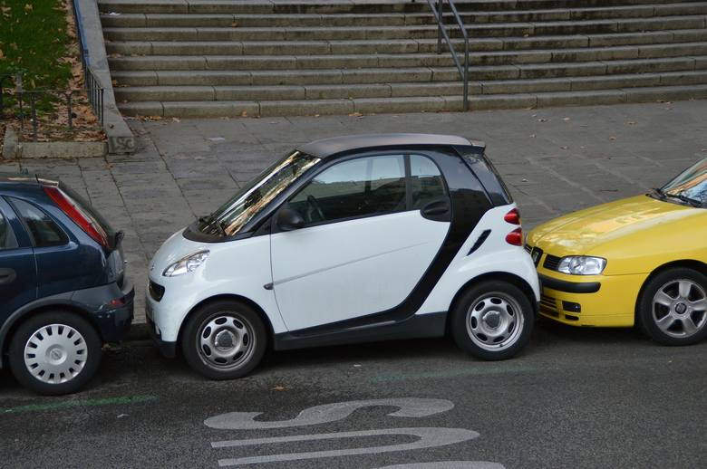 """Janusze parkowania - najbardziej wkurzające sytuacje na parkingu. Tak parkują tylko """"miszczowie""""!"""