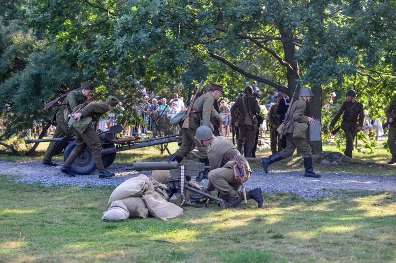 """31.08.2019 Gdańsk Westerplatte , """"Spotkania z historią"""" - piknik historyczno-wojskowy oraz rekonstrukcja obrona placówki"""