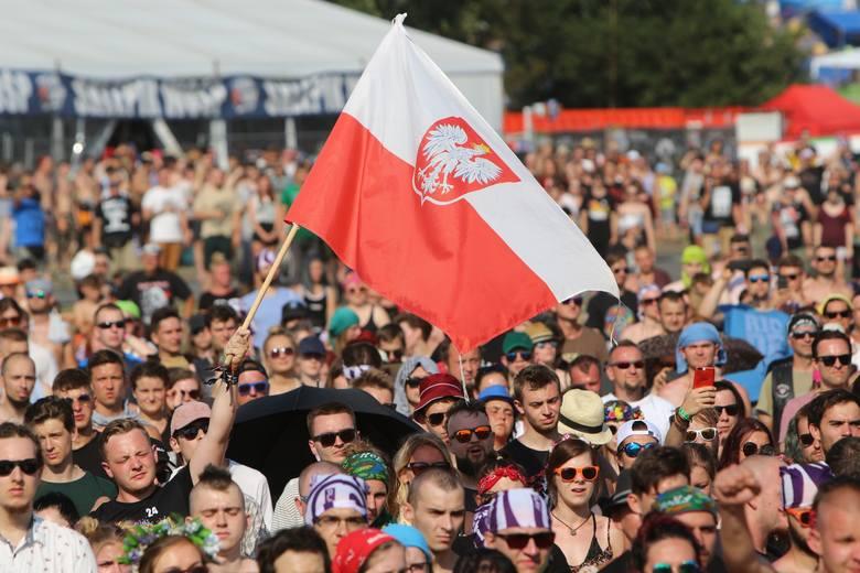 Co roku był to jeden z najbardziej podniosłych momentów Przystanków Woodstock, a później Pol'and'Rock Festiwalu. 1 sierpnia o godzinie 17.00 całe festiwalowe