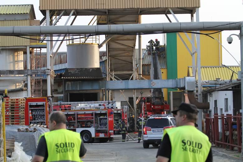 """Tarnobrzeg. Wybuch pyłu siarki i pożar na terenie Zakładów Chemicznych """"Siarkopol"""" [WIDEO, ZDJĘCIA]"""