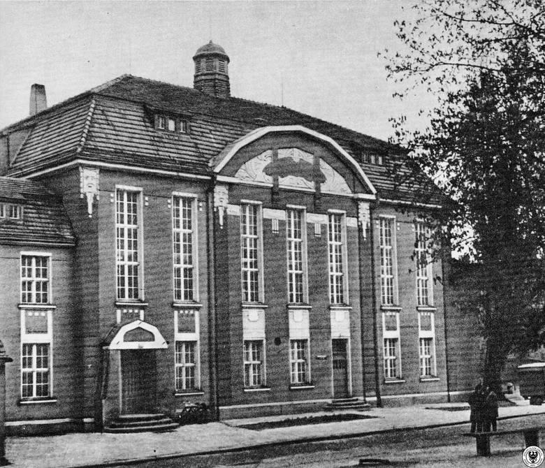 Dom Katolicki. Obecnie znajduje się w nim Filharmonia Zielonogórska.