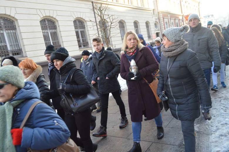 Ulicami miasta przeszedł Biały Marsz Przeciwko Przemocy. Mieszkańcy Świnoujścia zorganizowali się, by wyrazić swój sprzeciw wobec ostatnich zdarzeń. Nie chcą, by los Piotra podzielił ktoś jeszcze