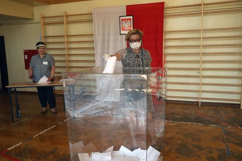 Wybory prezydenckie 2020. Problemy z głosowaniem za granicą - nie wszyscy otrzymali karty, tysiące głosów nie dotarło do komisji wyborczych