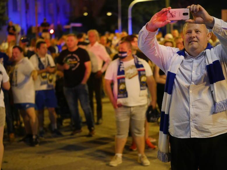 Wielka feta po awansie PGE Stali Mielec do PKO BP Ekstraklasy. Tłumy kibiców na Górce Cyranowskiej [ZDJĘCIA]