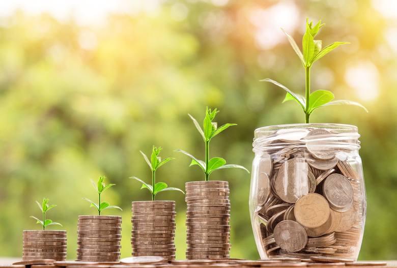 Mało popularnym, za to godnym polecenia sposobem oszczędzania na emeryturę, jest IKZE (Indywidualne Konto Zabezpieczenia Emerytalnego). Właściciele IKZE