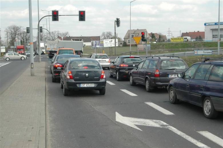 Pierwszy krok w tym kierunku wykonano w poniedziałek. W Miejskim Zarządzie Dróg otwarto oferty firm, które chcą przygotować koncepcję poszerzenia obwodnicy.