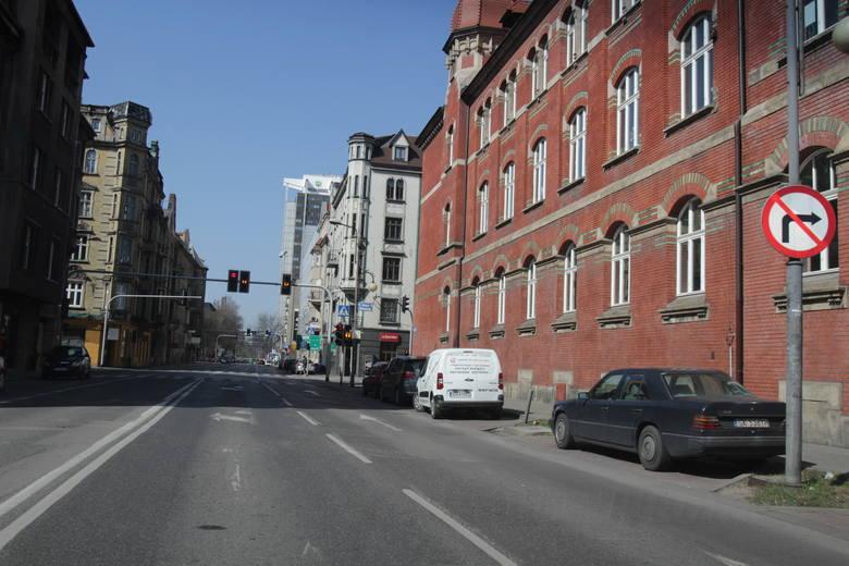 Katowice w trakcie pandemii koronawirusa, 24 marca.Zobacz kolejne zdjęcia. Przesuwaj zdjęcia w prawo - naciśnij strzałkę lub przycisk NASTĘPNE