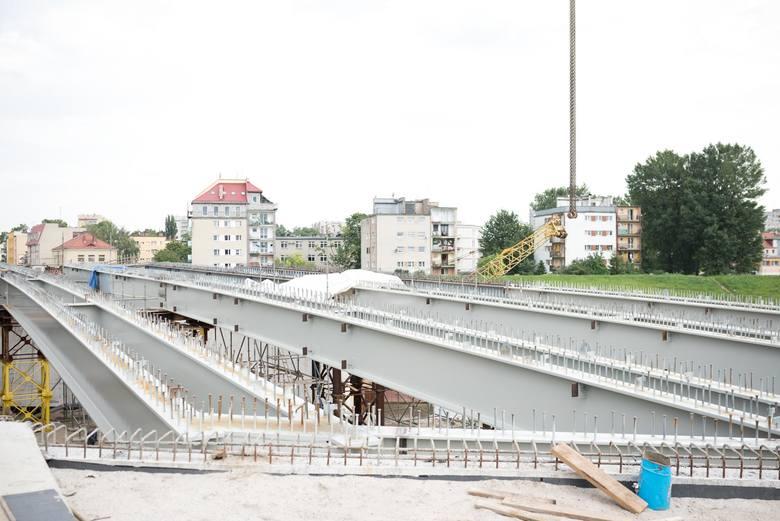Budowa mostu na ulicy Niemodlińskiej w Opolu.