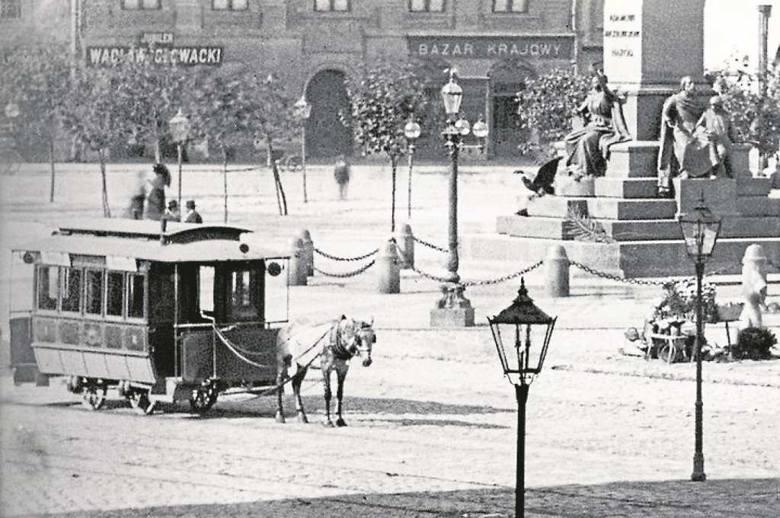 Tramwaj konny był przełomem komunikacyjnym w mieście, ale szybko zaczęły go zastępować pojazdy napędzane elektrycznie