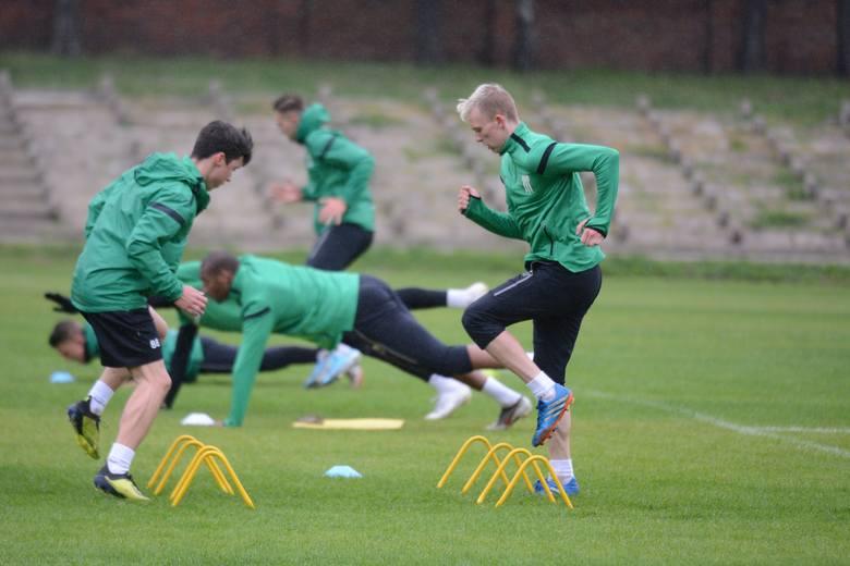 Komisja Medyczna PZPN wyraziła zgodę na powrót piłkarzy Olimpii Grudziądz do trenowania w grupie. Pierwsze takie zajęcia odbyły się już w poniedziałek